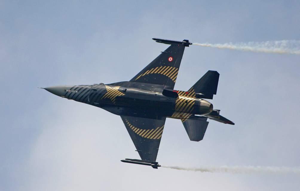 Турция нанесла авиаудар по северу Ирака