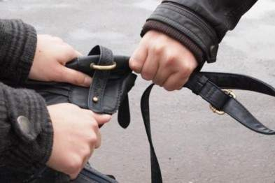 В Шевченковском районе Киева у мужчины украли сумку, в которой было 2,5 млн грн
