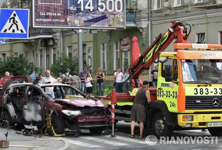 Прошла эвакуация автомобиля в котором погиб журналист Шеремет