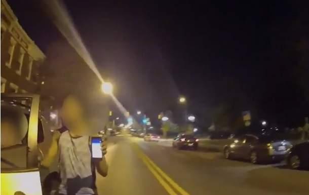 В Балтиморе мужчина врезался в авто патрульных, играя за рулем в Pokemon Go