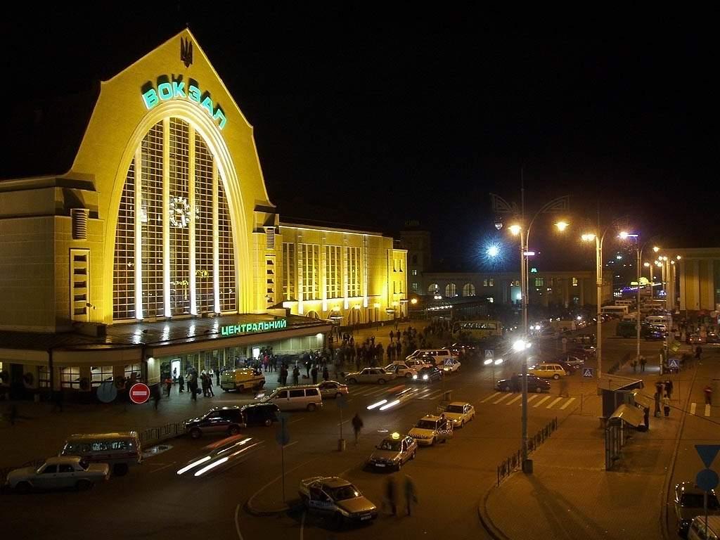 С Центрального железнодорожного вокзала Киева эвакуировали свыше 1 500 человек