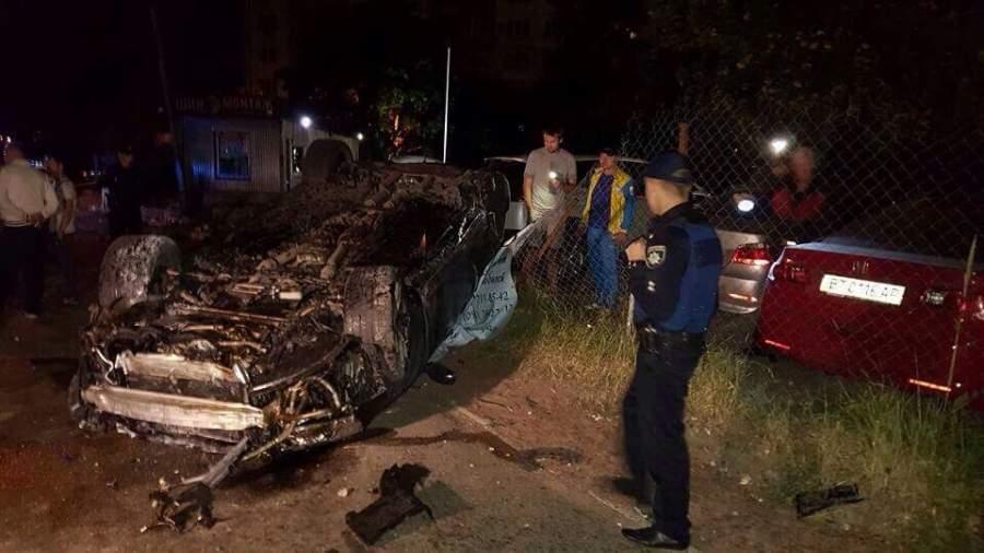 ДТП в Киеве. Водитель вылетел с дороги, разбил 4 авто и перевернулся
