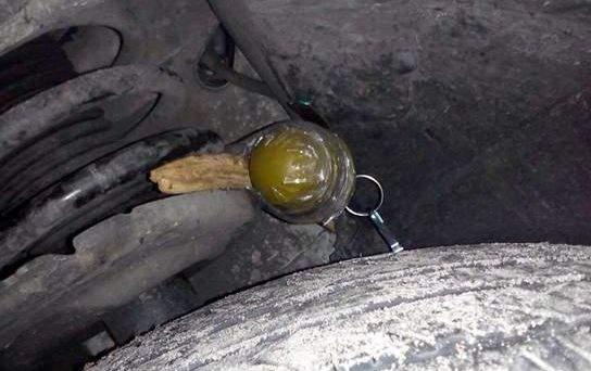 На Киевщине волонтер АТО обнаружил на колесе своего автомобиля гранату