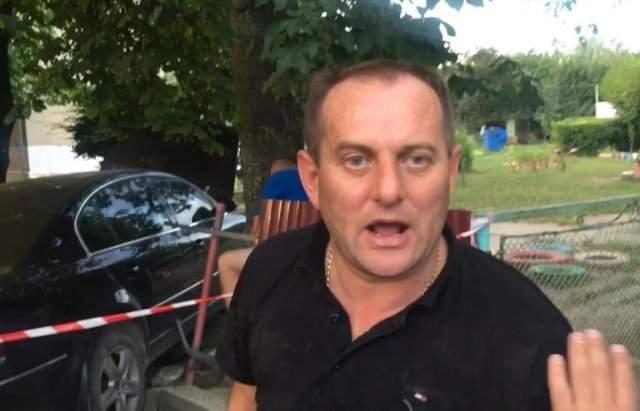 В Мукачево действующий сотрудник ГАИ убегая от полиции снес забор детского сада