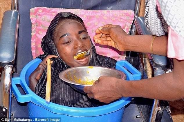 19-летняя жительница Нигерии имеет тело младенца