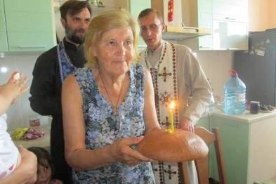 Сестра украинского поэта Василия Стуса справила новоселье в подаренной квартире