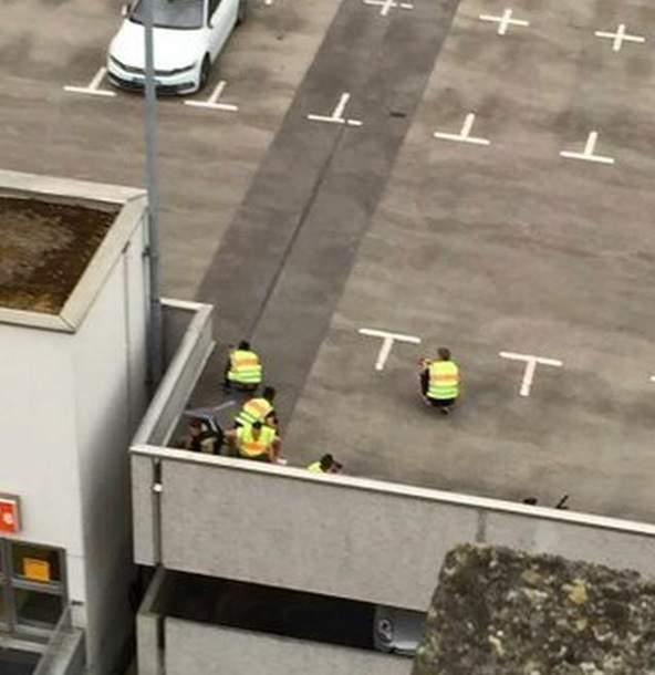 По словам очевидцев, стрельбу в Мюнхене открыли три человека