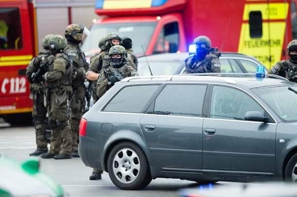 Полиция Мюнхена рассматривает версию террористической атаки в торговом центре