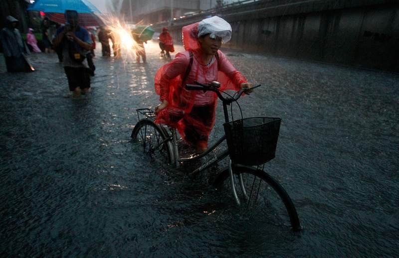 Из-за сильных ливней в Китае погибли не менее 26 человек