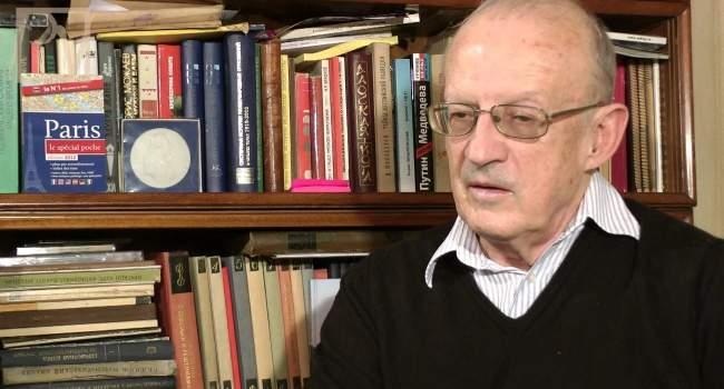 ФСБ проводит обыск у известного политолога Пионтковского