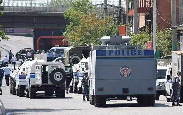 В Ереване освободили ещё двух заложников в обмен на доступ СМИ к месту инцидента