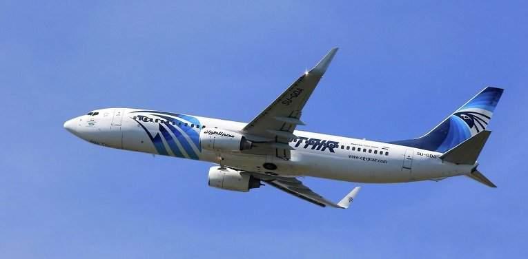 По данным СМИ самолет EgyptAir распался во время полета