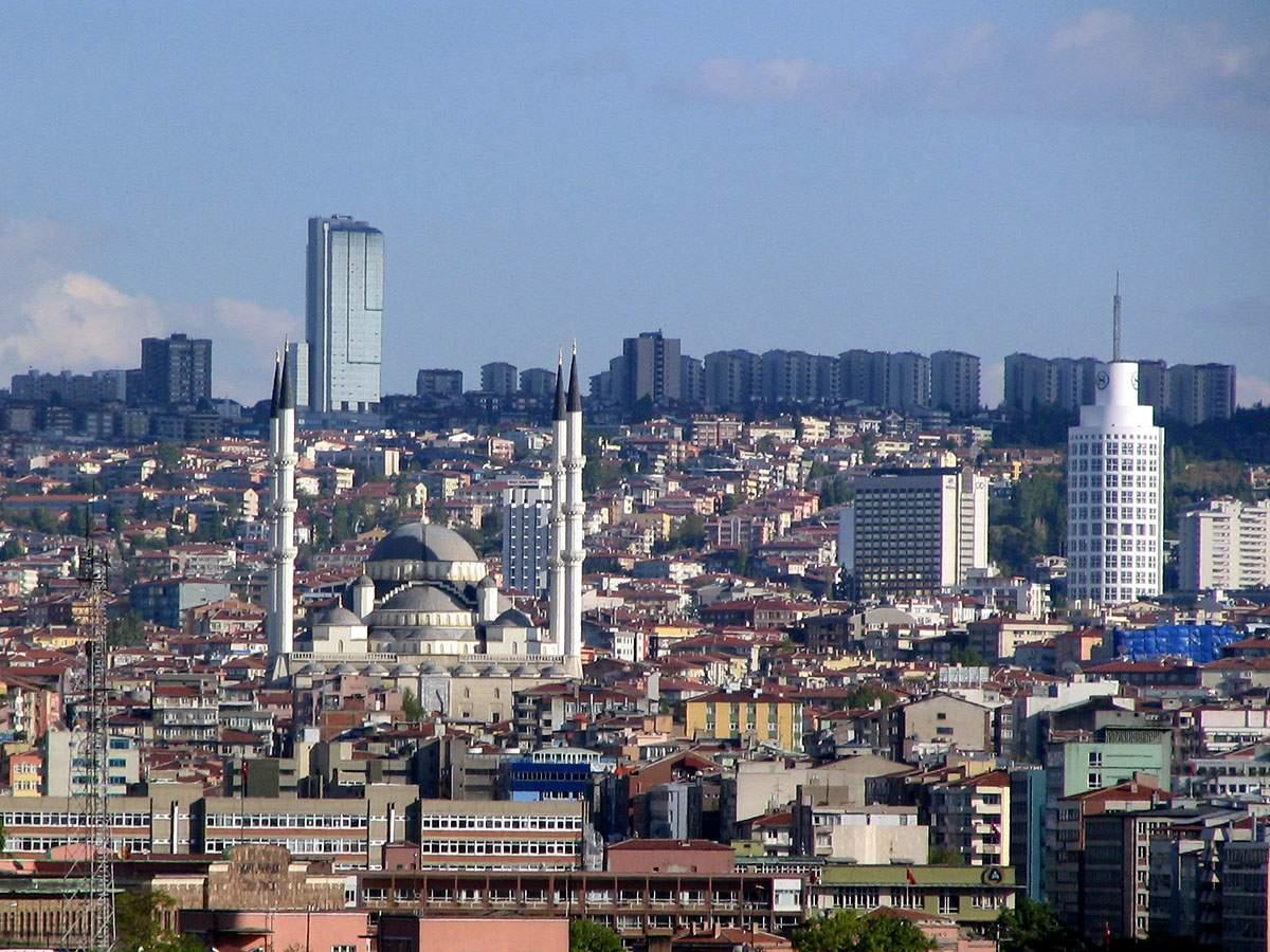 В Турции в результате путча закрыли 2000 учреждений