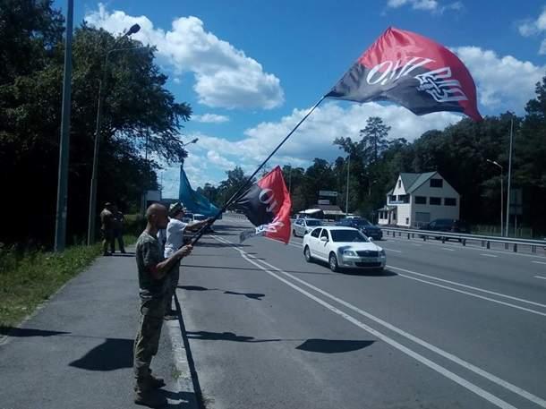 50 националистов поджидают участников Крестного хода на трассе Житомир - Киев