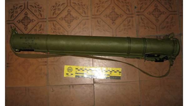 В Донецкой области мужчина спокойно гулял с гранатометом в сумке