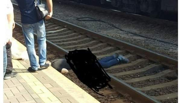 В Киеве поезд перерезал мужчину пополам