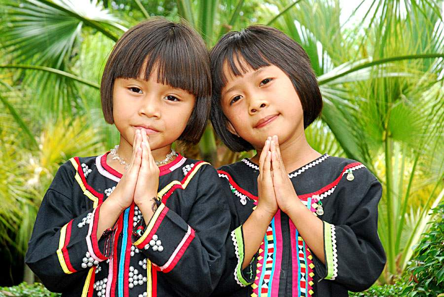 В Тайланде 8-летних девочек обвиняют в порче госдокументов