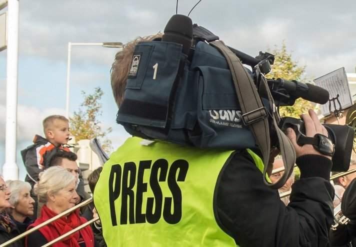 Группа украинских телеканалов заявила о слежке за своими журналистами