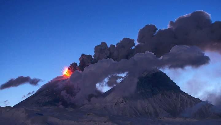 На Камчатке извержение вулкана до 7 км в высоту