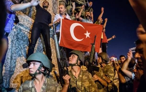 Суд Стамбула оставил под стражей 36 военнослужащих, подозреваемых в причастности к попытке переворота