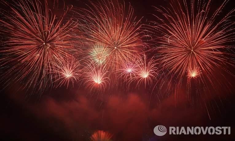 В Братеевском каскадном парке Москвы прошел международный фестиваль фейерверков