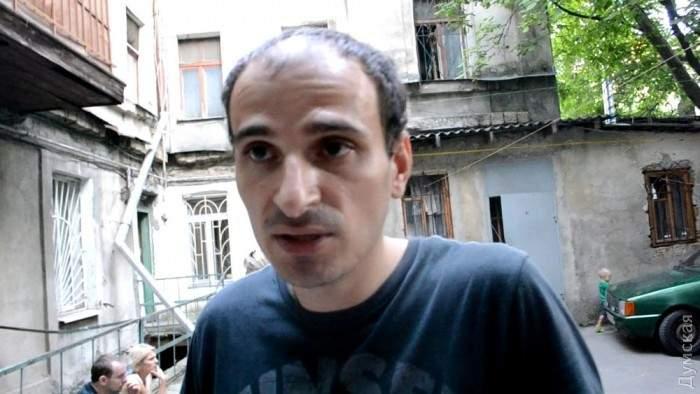 В Одессе горел дом. Жильцов возмутила взломанная пожарными дверь