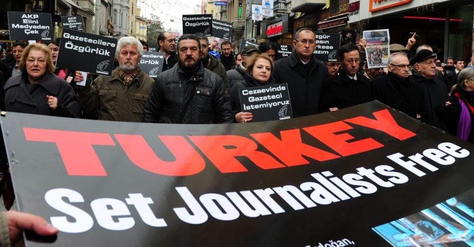 В Турции выдали арест на 42 журналистов