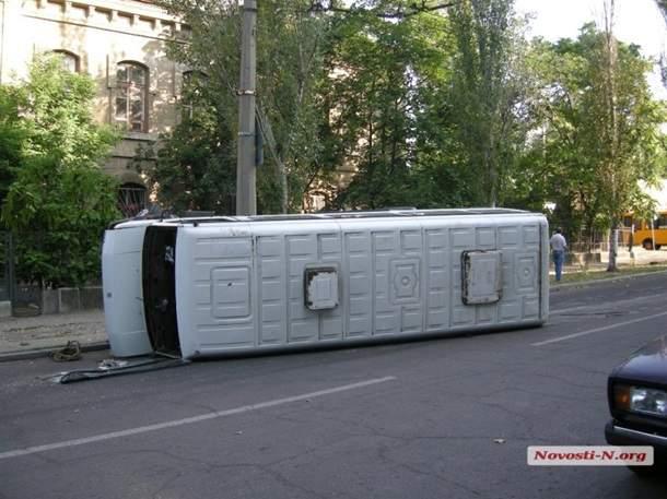 В Николаеве перевернулась маршрутка