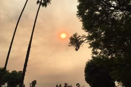 Жители Лос-Анджелеса увидели в необычном цвете солнца знамение апокалипсиса