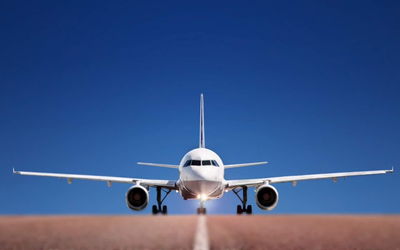 В США во время полета загорелся двигатель самолета