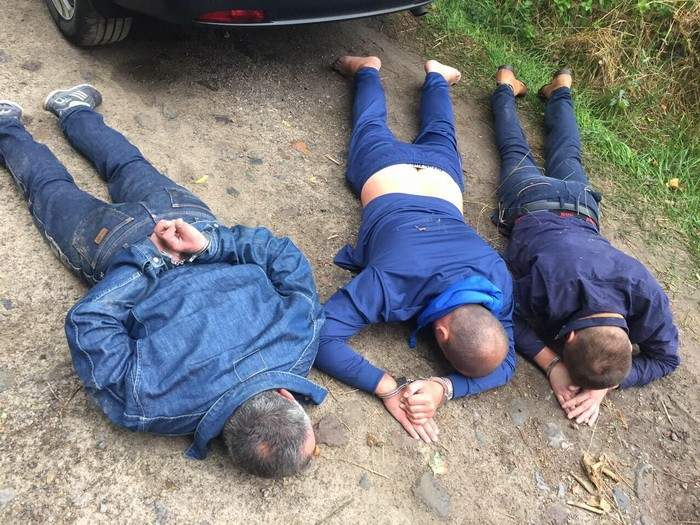 Робин Гуд по-ровенски: псевдоправоохранители грабили нелегальных добытчиков янтаря