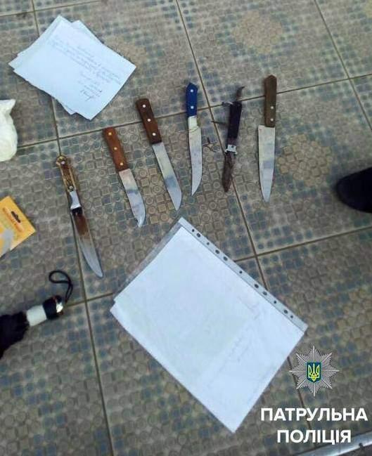 В Херсоне патрульного ранили ножом