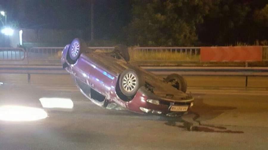 ДТП в Киеве. В результате столкновения, автомобиль перевернулся на крышу