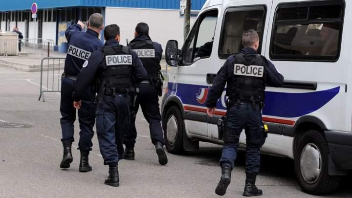 В церкви Франции вооруженные люди взяли заложников