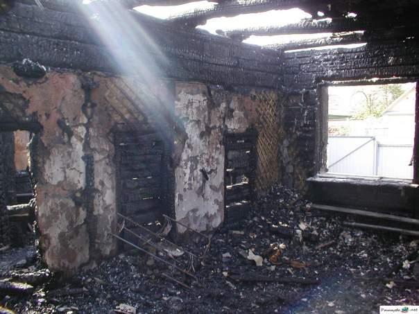 В Авдеевке сгорел жилой дом