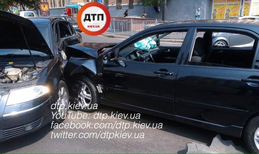 ДТП в Киеве. Водитель протаранил встречное авто, среди пострадавших беременная женщина