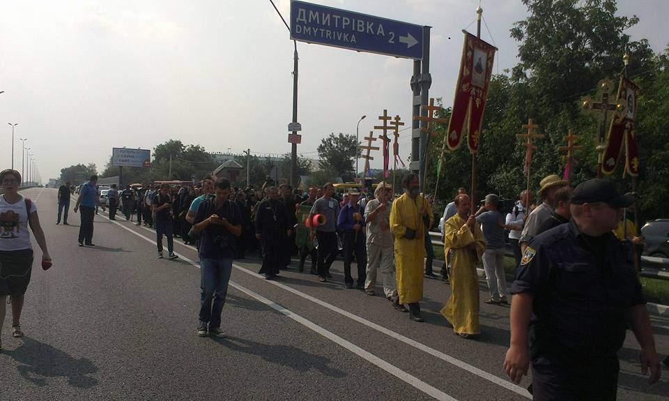Крестный ход продолжил свой путь по Житомирской трассе