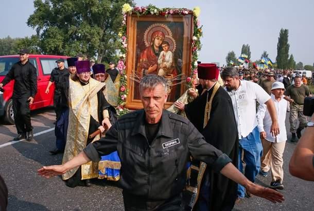 Епископ УПЦ митрополит Онуфрий встретит Крестный ход на въезде в Киев