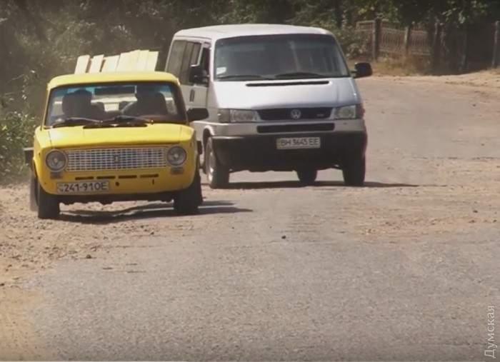 В Одесской области местные жители сами отремонтировали дорогу, не дожидаясь чиновников