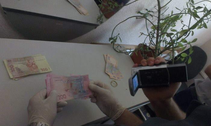 В Черкассах на взятке попался налоговик