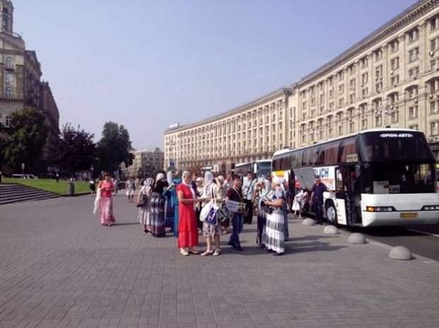 В столицу прибыли первые автобусы с паломниками Крестного хода