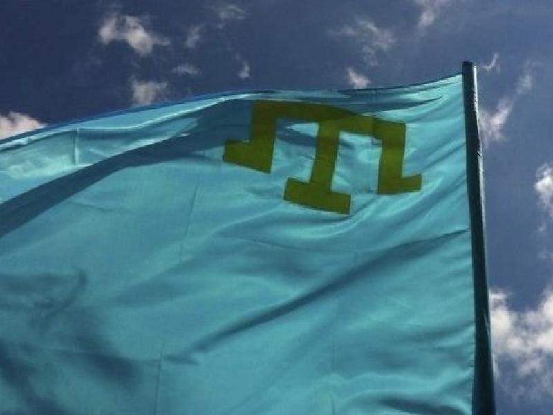 У здания посольства РФ в Киеве проходит акция против исчезновения татар в Крыму