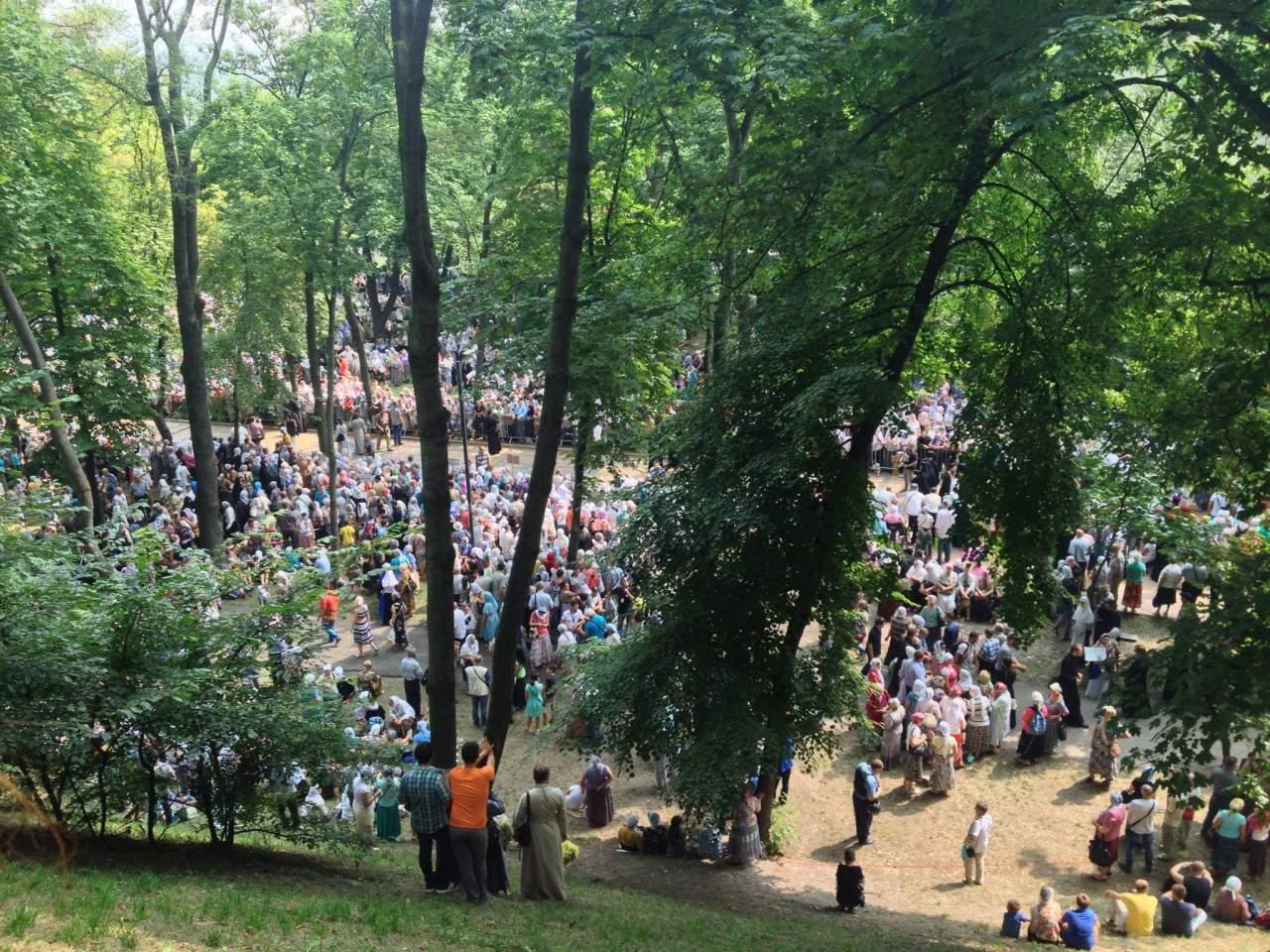 В Киеве на Владимирской горке началась молебен ко дню Крещения Руси
