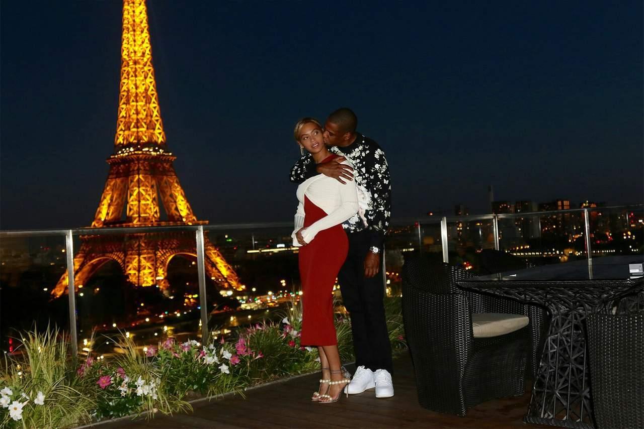 Бейонсе поделилась с фанами фотографиями семейного отдыха во Франции и Италии