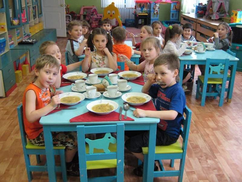 В детсадах Крыма детей травили поддельной молочкой