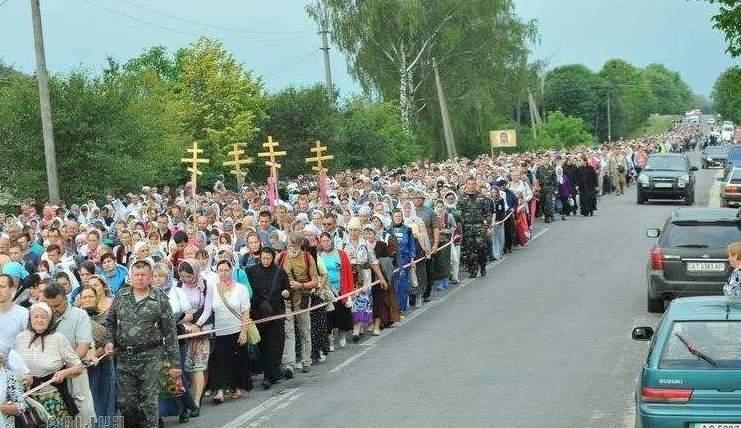 В крестном ходе приняли участие около 100 тысяч людей