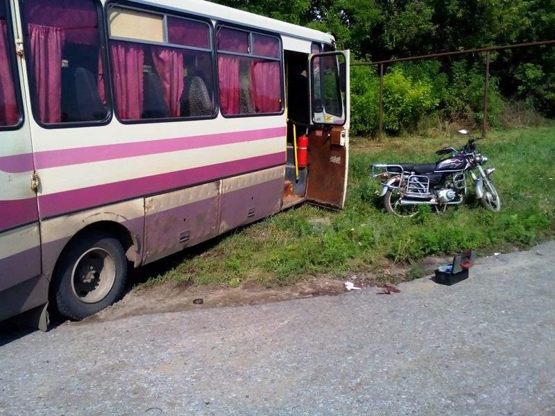 В Беловодском районе рейсовый автобус сбил мотоцикл с несовершеннолетними