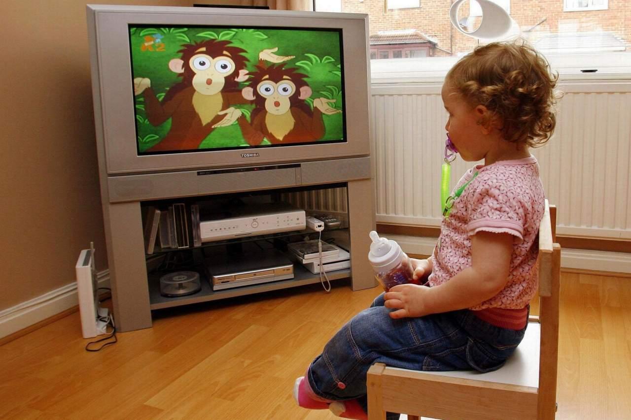 В Крыму погибла годовалая девочка под упавшим на нее телевизором