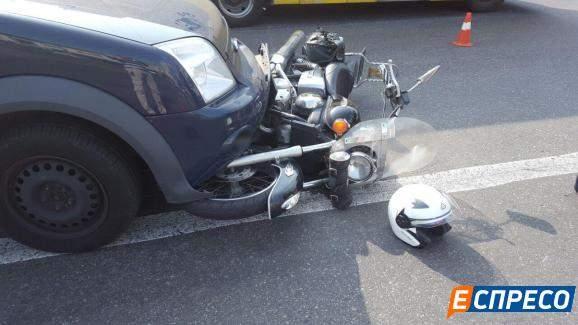 В столице Ford наехал на мотоцикл