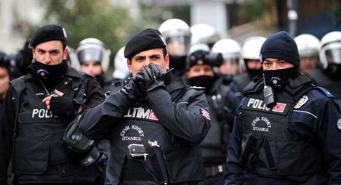 В Турции число задержанных превышает 200 человек